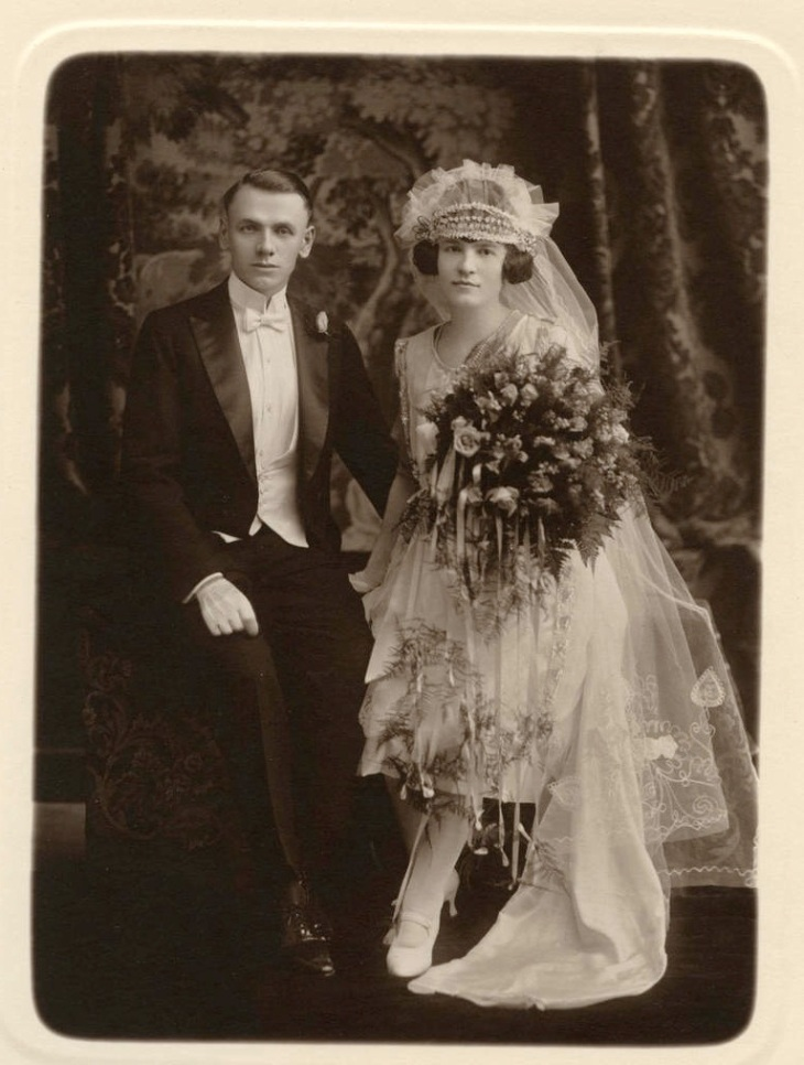 Gorgeous Flapper Bride